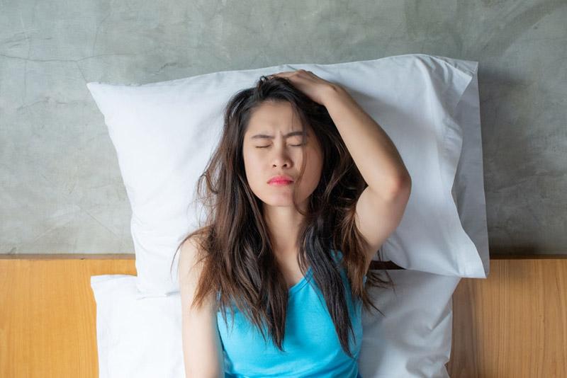 Giấc ngủ mệt mỏi và đau đầu